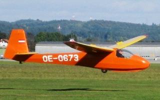 KA-8 bei der Landung