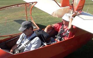 Flugschüler vorne, der Lehrer sitzt hinten